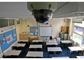 Установить камеры для слежки в кабинетах школ требует один из депутатов