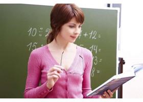 Когда будут расти заработные платы учителей?