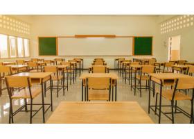 В Нур-Султане отменили очные занятия в начальных классах