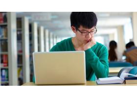 В МОН рассматривают внедрение возможности выбора дистанционной или смешанной формы обучения в вузах РК